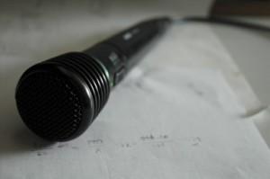 Le Microphone, principal outil des créateurs de sagas mp3 et de machinimas Photo de Juna Kuca (licnece CC By)